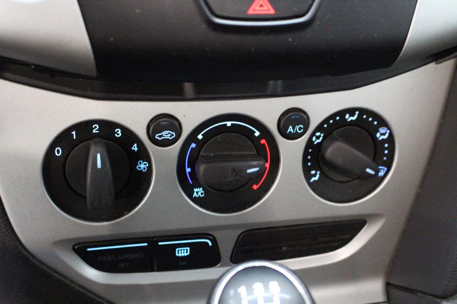 2012 ford focus se manual hatchback