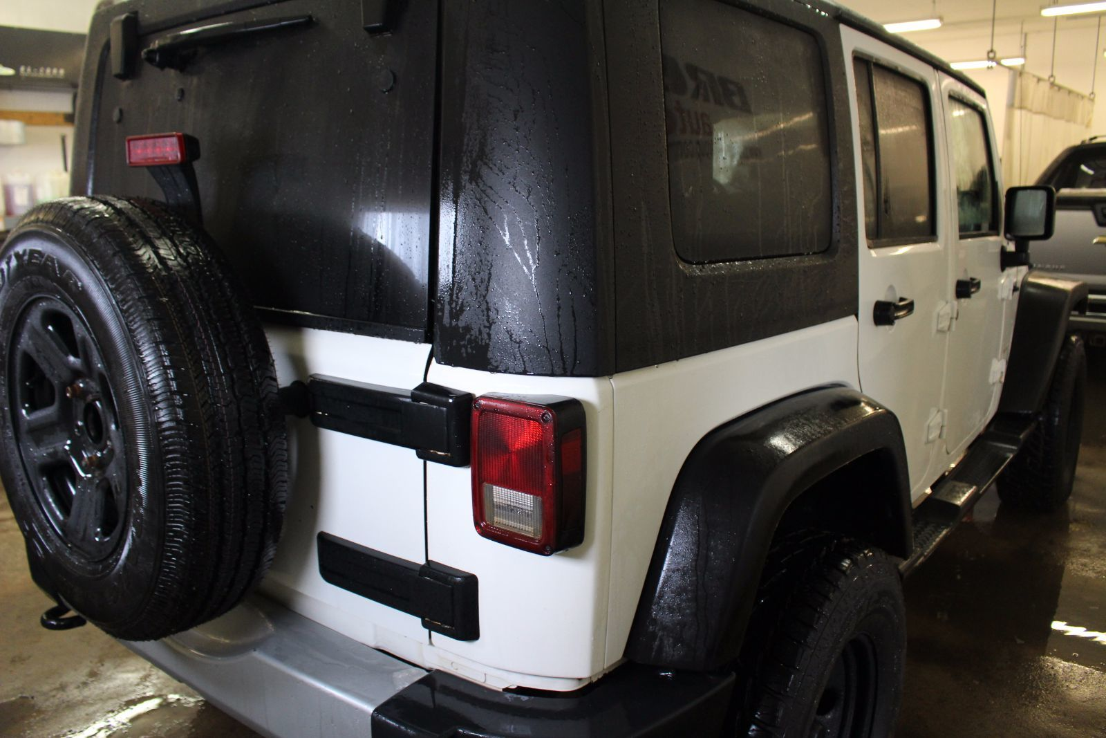 2010 jeep wrangler unlimited unlimited sahara 3 8l 6 cyl manual 4x4 4 door for sale pre owned. Black Bedroom Furniture Sets. Home Design Ideas