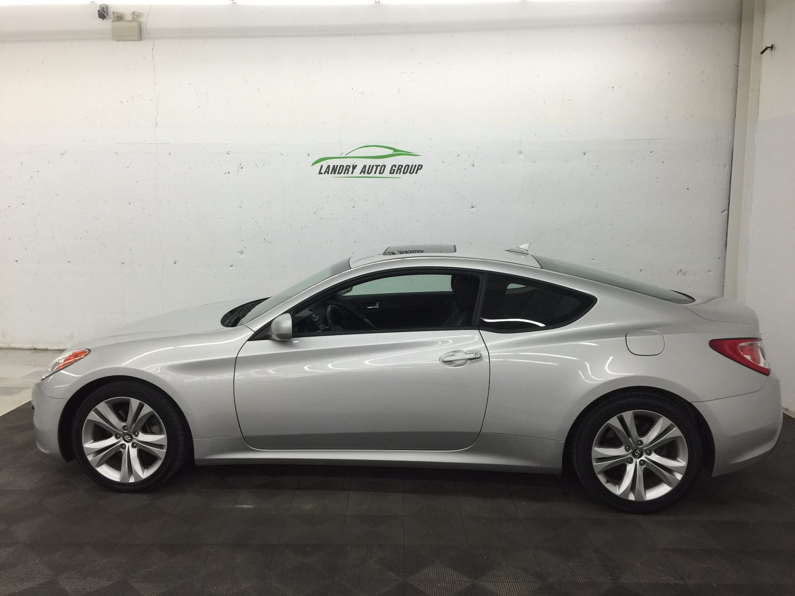 used 2012 hyundai genesis coupe 2 0t in berwick used inventory berwick used car centre in. Black Bedroom Furniture Sets. Home Design Ideas