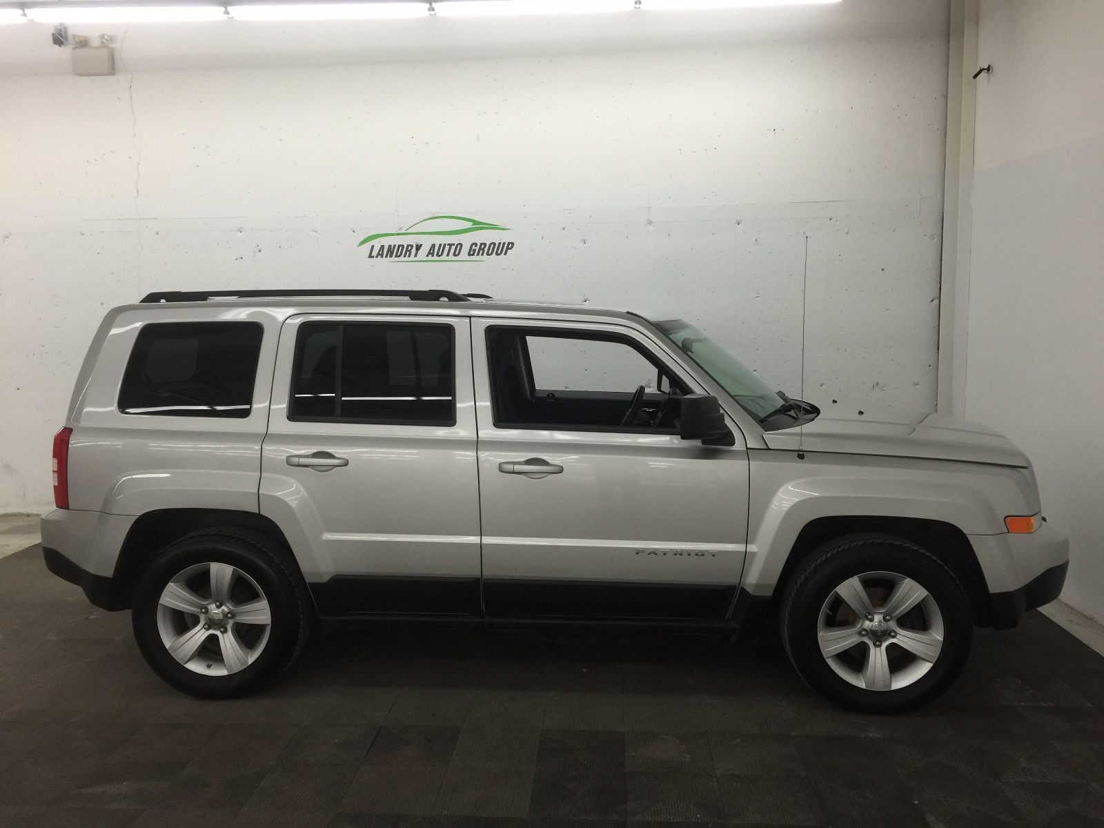 902 auto sales used 2011 jeep patriot for sale in dartmouth km0741a. Black Bedroom Furniture Sets. Home Design Ideas
