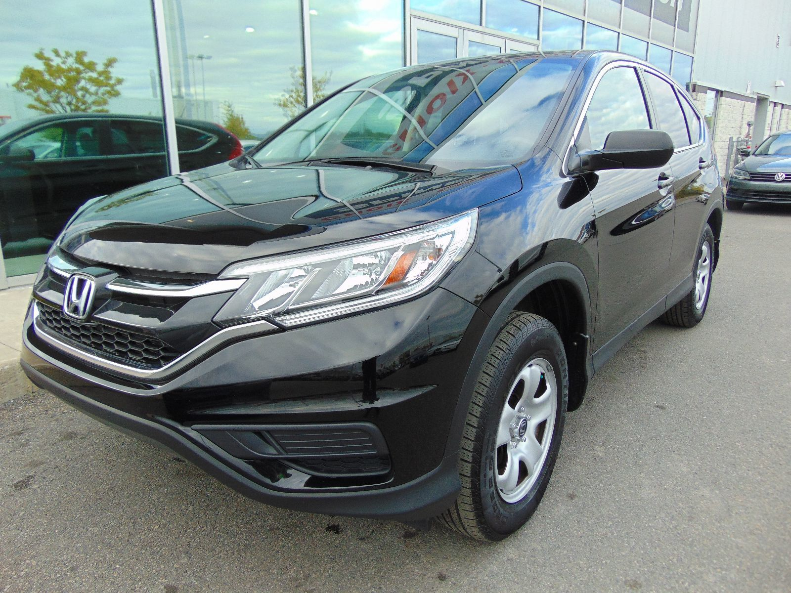 Used 2015 honda cr v deal pending lx awd in montreal for Honda used inventory