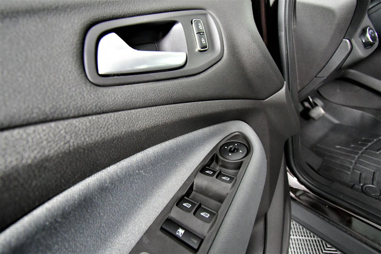 Photo 2013 Ford Escape SE AWD. New MVI.