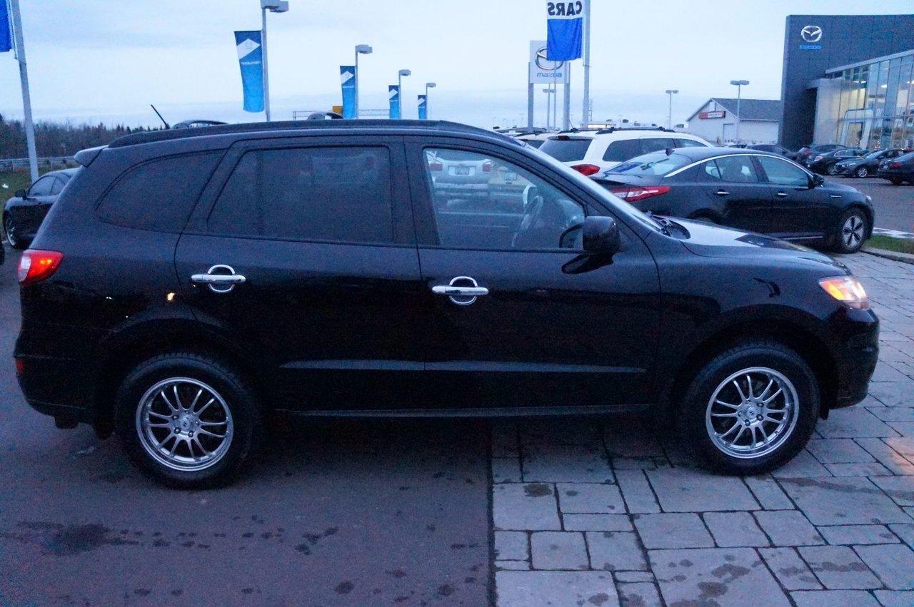 2011 Hyundai Santa Fe Cruise! Heated Seats! Bluetooth! V6! AWD!