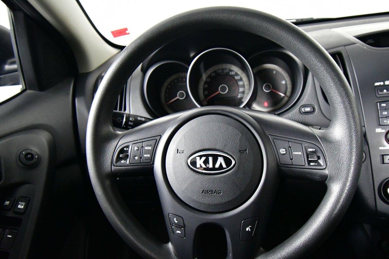 Photo Kia Forte EX. New MVI. Low kilometers. 2012