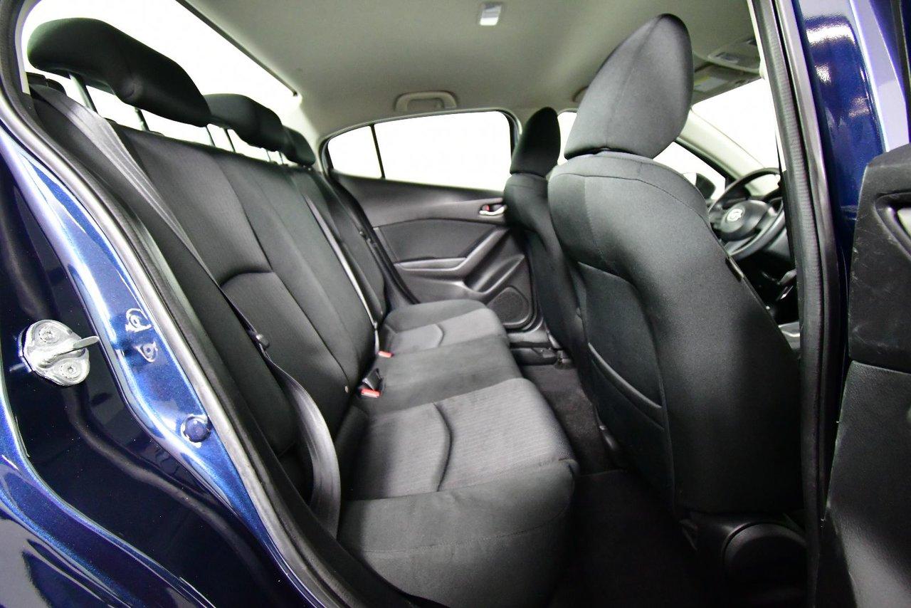 Photo Mazda Mazda3 GX. Low kilometers. Fuel efficient. 2015 économes en carburant