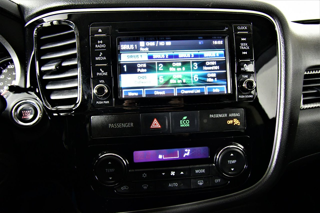 Photo 2016 Mitsubishi Outlander SE. 4X4. Heated Seats heated seats