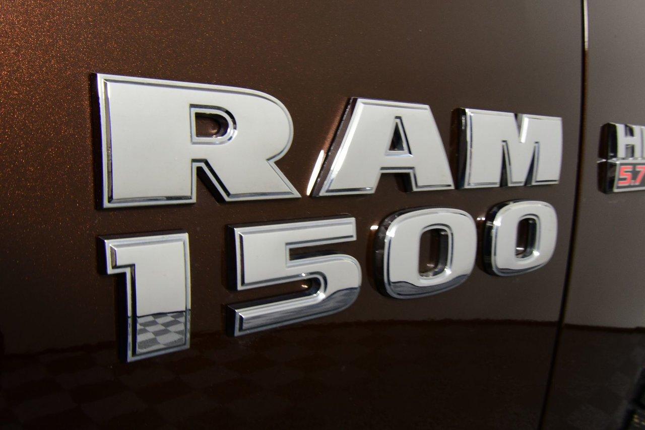 Photo 2015 Ram 1500 ST. 4x4. Crew Cab Crew Cab