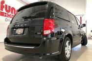 2014 Dodge Grand Caravan SXT w/bluetooth, A/C, cruise control