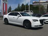 2016 Chrysler 300 S AWD * Heated Leather Seats, Backup Camera, Navi!