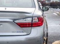 2016 Lexus ES 300h ENSEMBLE EXÉCUTIF, VÉHICULE DU DIRECTEUR