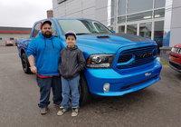 Félicitation à Jonathan Ouellet des Boisés Grande Fourche pour l'acquisition de son tout nouveau Ram Sport édition bleu hydro. Tu va surement faire des jaloux.