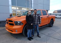 Un très gros merci à des clients en or. Claudie et Jason vous allez faire tourner les têtes avec ce superbe Ram 1500 Edition Orange.