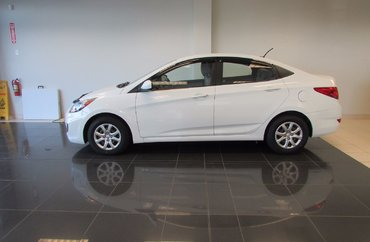 2012 Hyundai Accent | Photo 1