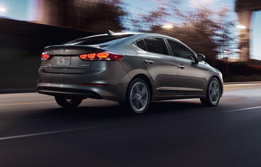 Choosing between the 2016 Honda Civic vs 2017 Hyundai Elantra in Toronto