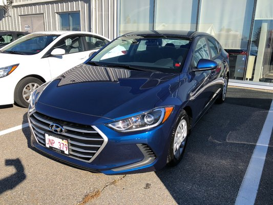 2017 Hyundai Elantra LE (1/10)
