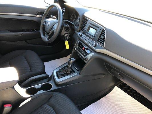 2017 Hyundai Elantra LE (4/10)