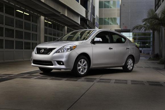Nissan Versa 2013 – Plus d'espace, mais beaucoup moins chère.