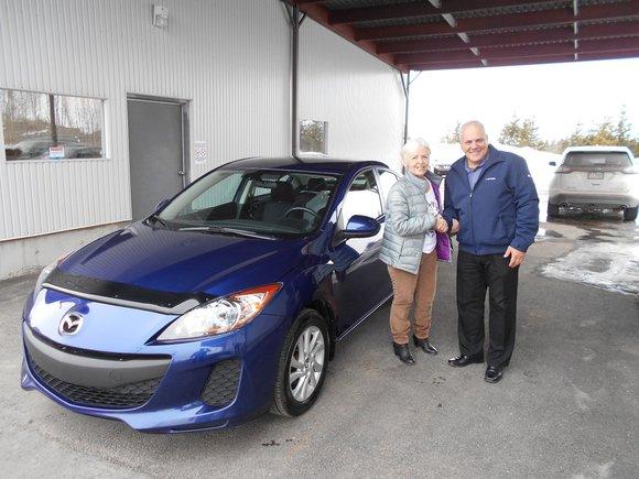 Mazda 3 bleu