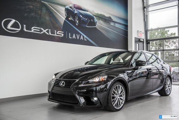 2016 Lexus IS 300 Navigation-Taux a compter de 1.9%.