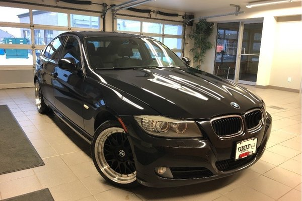 2011 BMW 328 I xDrive - HEATED SEATS / SUNROOF / BLUETOOTH