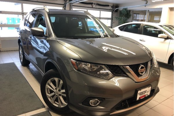 2016 Nissan Rogue SV AWD *NAVIGATION* *ONE OWNER* *LOCAL TRADE*
