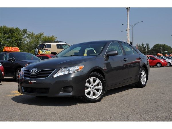 Toyota Camry LE,V-6,MAGS 2010