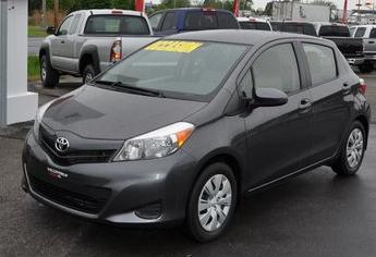 2013 Toyota Yaris LE MANUEL