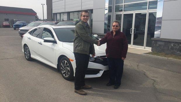 Félicitation à Mme. Lucille St-Pierre qui à fait l'acquisition de sa nouvelle Honda Civic. Merci beaucoup.