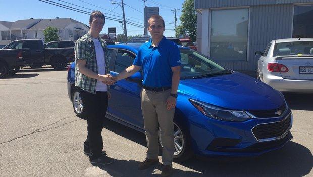 Un gros merci à M. Mickael D'auteuil pour son magnifique Chevrolet Cruze 2017 d'un très jolie bleu. Félicitations et bonne route.