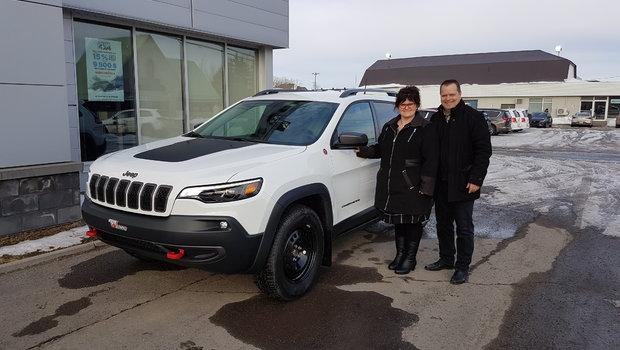 Félicitation à Mme. Charlotte Bossé de Pohénégamook pour l'achat de son super Jeep Cherokee TrailHawk. Bienvenue dans la famille Jeep.