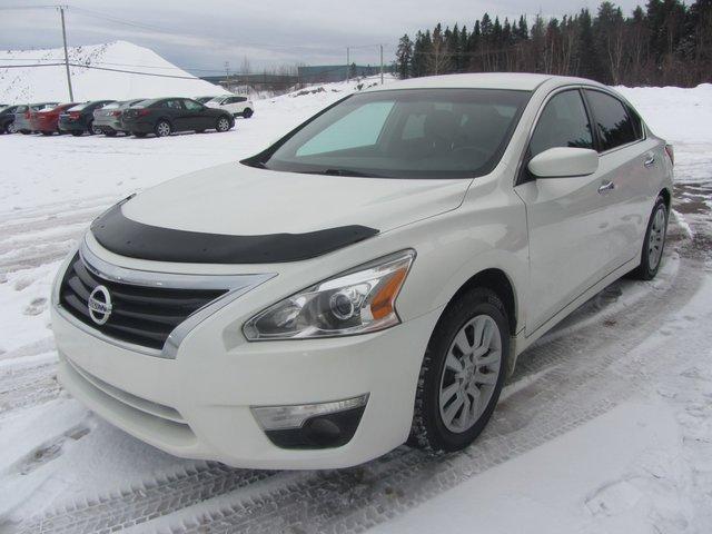 Nissan Altima  2013 TRES  PROPRE !!!