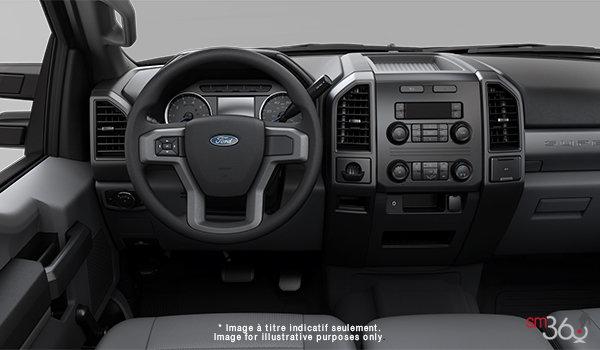 2018 Ford Chassis Cab F-550 XL | Photo 3 | Medium Earth Grey HD Vinyl (LS)