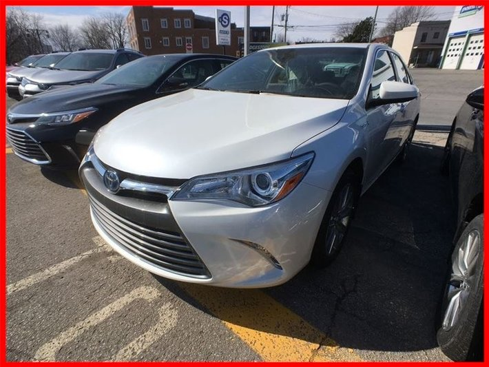 2017 Toyota Camry Hybrid XLE (CVT) $5,500 rebate included!