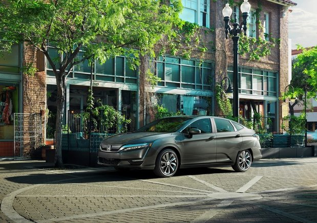 Lead the Way with the 2018 Honda Clarity in Montreal, Quebec